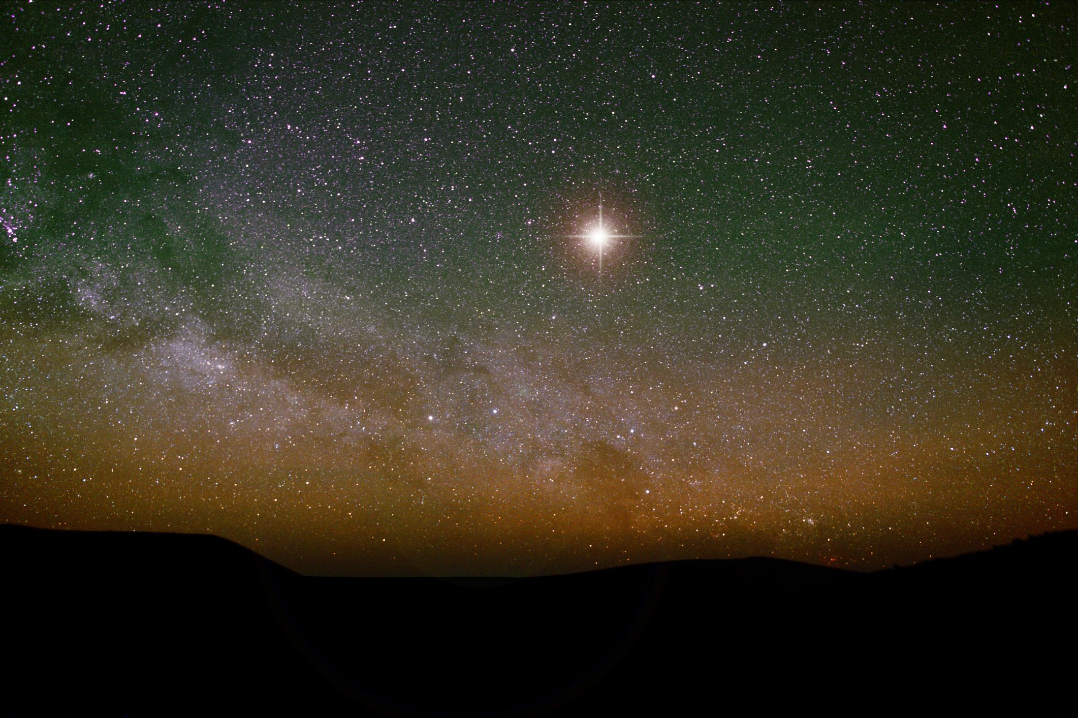 Saturn Jupiter Konjunktion - Seltenes Schauspiel am Nachthimmel